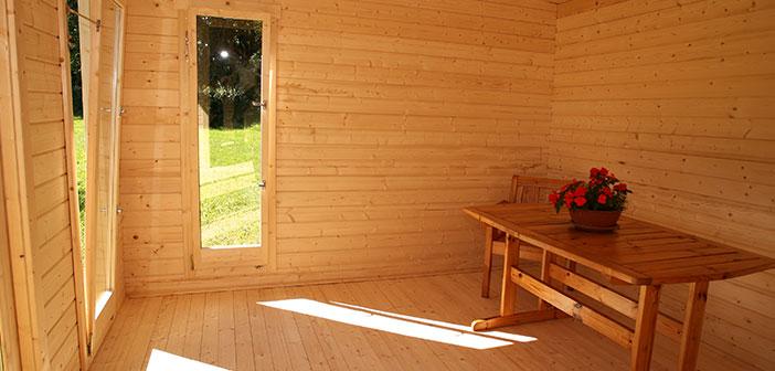 bureau dans le jardin un espace de travail optimis abri chalet. Black Bedroom Furniture Sets. Home Design Ideas