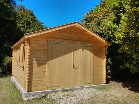 Garage en bois une solution esth tique de rangement for Main d oeuvre garage